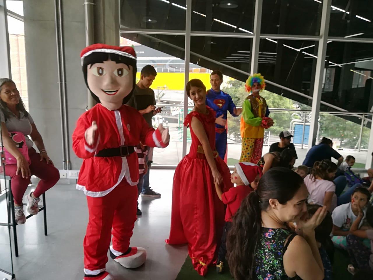 Corporación Benéfica Amor Fraternal, regala sonrisas a niños venezolanos en Colombia.